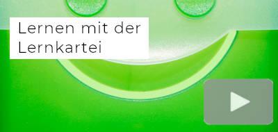 """ein Ausschnitt einer grünen Lernkartei, darauf der Text """"Lernen mit der Lernkartei"""", daneben ein Symbol für Videos"""